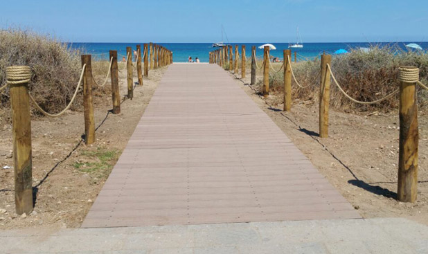 Passerella in spiaggia, Sardegna